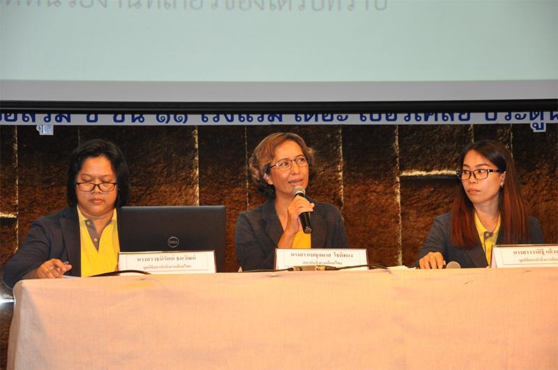 เบญจมาส โชติทอง (กลาง) หัวหน้าโครงการ สถาบันสิ่งแวดล้อมไทย และทีมนักวิจัยมูลนิธิสถาบันสิ่งแวดล้อมไทย