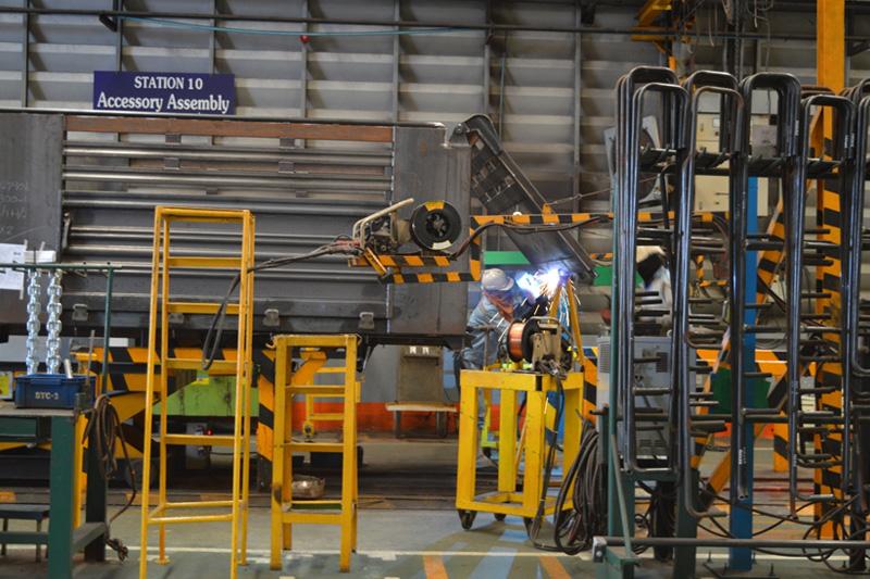 """ตกรรมเหล็กพิเศษ """"ไฮ เทนไซล์"""" (Hi Tensile) มาใช้สำหรับการผลิตตัวถังรถบรรทุก และรถพ่วง และสำหรับผลิตโครงสร้าง Chassis Frame ของรถพ่วง (Semi Trailer)"""