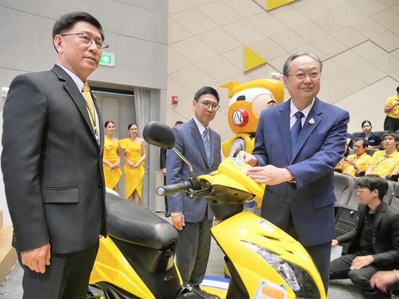 กฟผ.เปิดตัวและติดฉลากจักรยานยนต์ไฟฟ้าเบอร์ 5 ดวงแรกของไทย