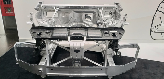 โครงสร้างพลาสติกรองรับ Front-end ของรถเบนซ์รุ่น GLE SUV ผลิตจาก Tepex น้ำหนักเบากว่าผลิตจากเหล็กแผ่น 30% รองรับการชนและทนแรงบิดได้ดีเยี่ยม