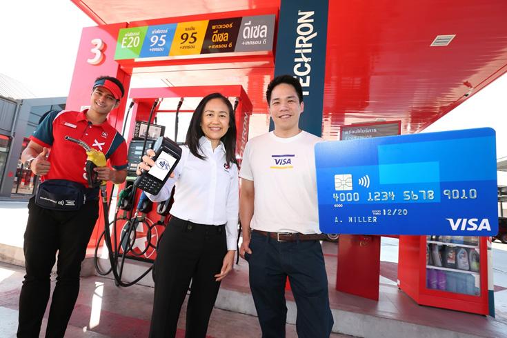 อลิซ พอตเตอร์ ประธานกรรมการและผู้จัดการใหญ่ บริษัท เชฟรอน (ไทย) จำกัด และ สุริพงษ์ ตันติยานนท์ ผู้จัดการวีซ่า ประจำประเทศไทย