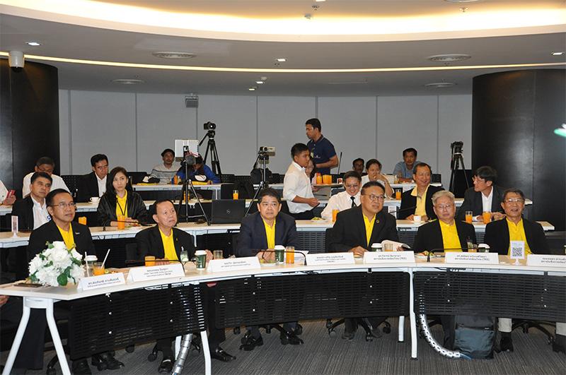 ประเสริฐ บุญสัมพันธ์ (ที่3จากซ้าย) ประธานองค์กรธุรกิจเพื่อการพัฒนาอย่างยั่งยืน (TBCSD)