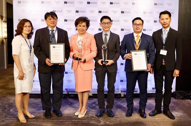 ปรียนาถ สุนทรวาทะ ประธานเจ้าหน้าที่บริหาร BGRIM รับรางวัล Best CEO สาขาพลังงาน และ รางวัลสุดยอดผู้พัฒนาโรงไฟฟ้าพลังงานแสงอาทิตย์ ประเทศเวียดนาม ปี 2019