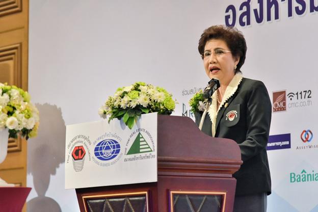 ดร.อาภา อรรถบูรณ์วงศ์ นายกสมาคมอาคารชุดไทย กล่าวต้อนรับประธานและผู้ร่วมสัมมนา