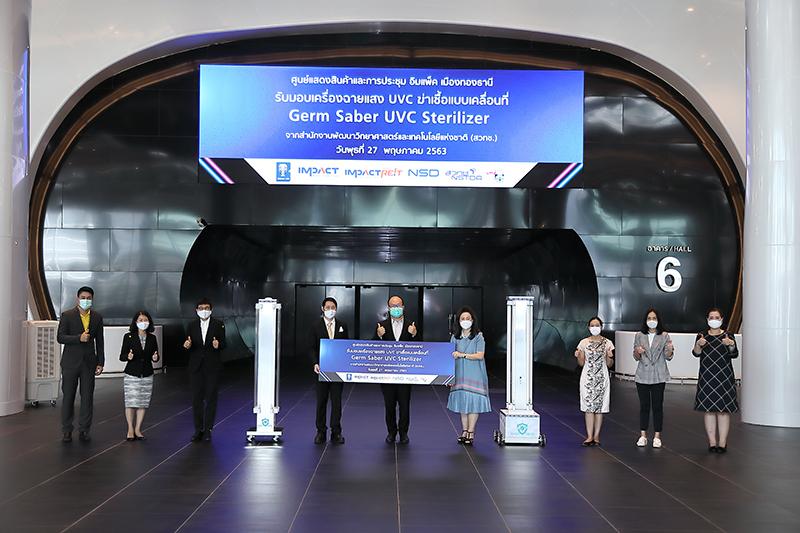 อิมแพ็ค ใช้เครื่องฉายแสง UVC แบบเคลื่อนที่ฆ่าเชื้อโรคภายในศูนย์ฯ ก่อนเปิดบริการอีกครั้ง