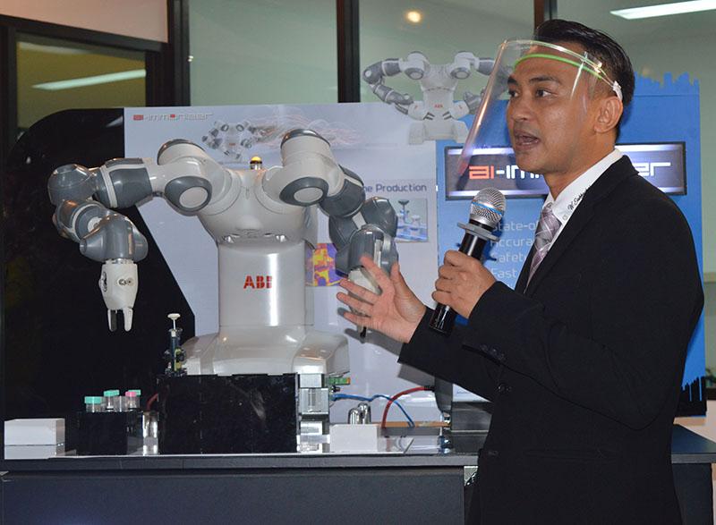 """คณะวิศวฯ มหิดล จับมือ สถาบันชีววิทยาศาสตร์โมเลกุล เปิดตัวหุ่นยนต์ """"เอไอ-อิมมูไนเซอร์"""" ทดสอบภูมิคุ้มกันอัจฉริยะในการพัฒนาวัคซีนครั้งแรกของไทย"""
