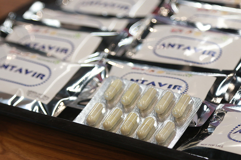 """นักวิจัยคณะแพทยศาสตร์ สจล. จับมือเอกชนเปิดตัว """"แอนตาเวียร์"""" นวัตกรรมสมุนไพรไทยเสริมภูมิต้าน COVID-19 มุ่งยกระดับวงการแพทย์ไทย"""