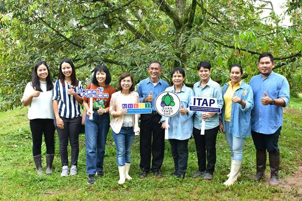 """ITAP สวทช. สนับสนุนผู้เชี่ยวชาญให้ความรู้ """"สวนทวีทรัพย์"""" จ.ชุมพร พัฒนาทุเรียนพรีเมียมมาตรฐาน ThaiGAP และ Freeze Dried เพิ่มมูลค่าสินค้า"""