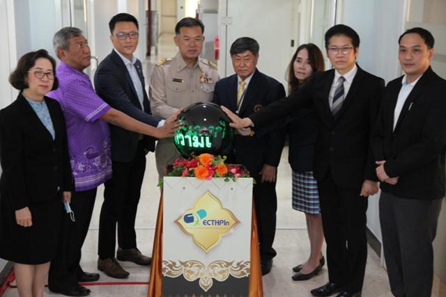 """พิธีเปิดป้ายและเยี่ยมชม """"ศูนย์ความเป็นเลิศด้านนวัตกรรมผลิตภัณฑ์สมุนไพรไทย"""""""