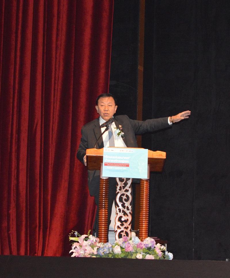 ถาวร ชลัษเฐียรรองประธานสภาอุตสาหกรรมแห่งประเทศไทย (ส.อ.ท) และประธานสถาบันเสริมสร้างขีดความสามารถมนุษย์