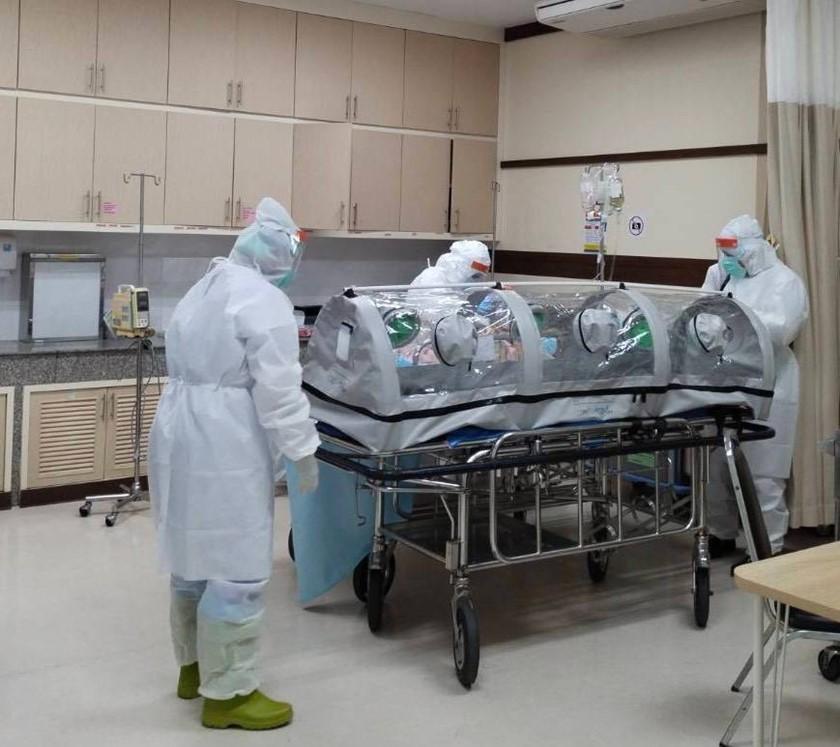 เจ้าหน้าที่โรงพยาบาลเซนต์เมรี่ ทดลองใช้ PETE เปลปกป้องในโรงพยาบาล