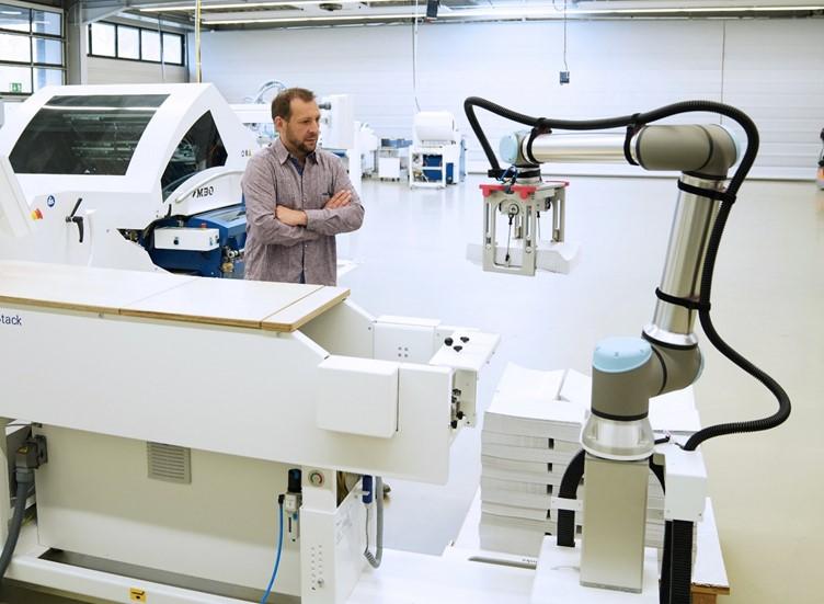 ยูนิเวอร์ซัล โรบอท เปิดตัวหุ่นยนต์โคบอทรุ่น UR10e รับน้ำหนักมากขึ้นถึง 25% - เพิ่มผลผลิต